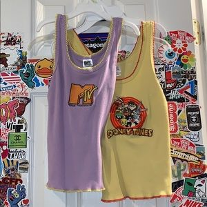 💫 2 graphic tank tops 💫